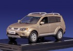 Mitsubishi Outlander (beige)